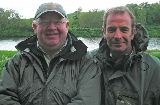 Tweedguides Ron McCombe with actor, TV star and passionate fisherman Robson Green getting some tips on casting on the River Tweed